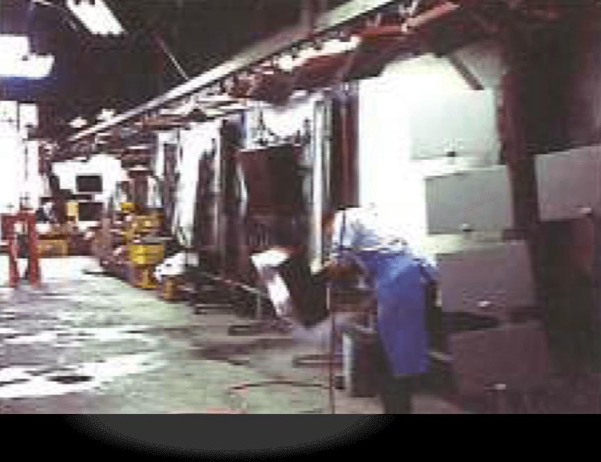 工場内観塗装ラインの様子